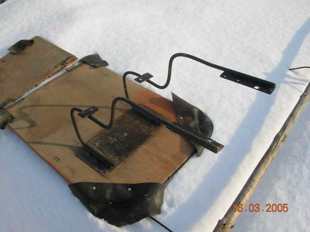 Конструкция крепежа транца на резиновой лодке.