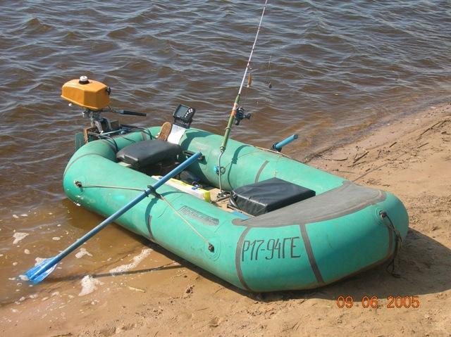 Надувная лодка с самодельным транцем в сборе.